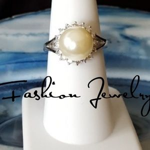 Jewelry - GORGEOUS Faux Pearl & CZ Accent Ring SZ 7